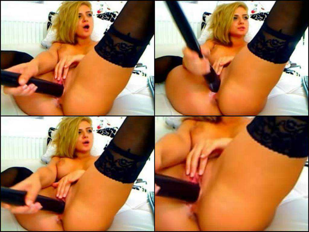 Webcam model incredible baseball bat pussy penetration