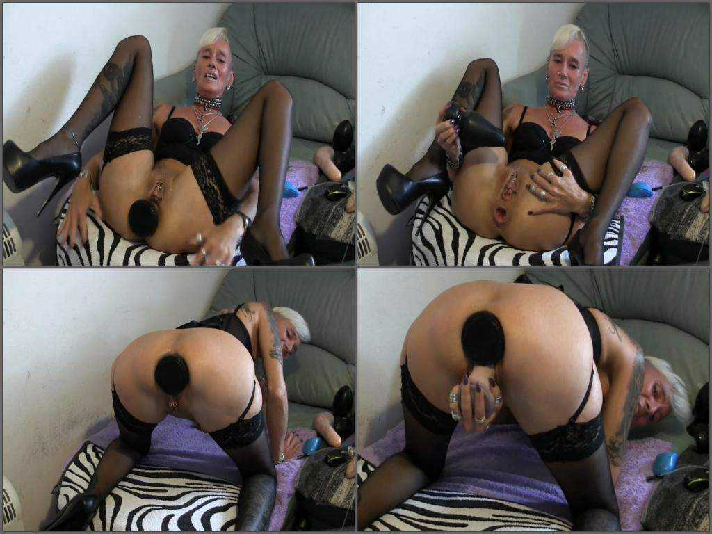 Abused webcam milf solo huge dildo penetration in loose ass
