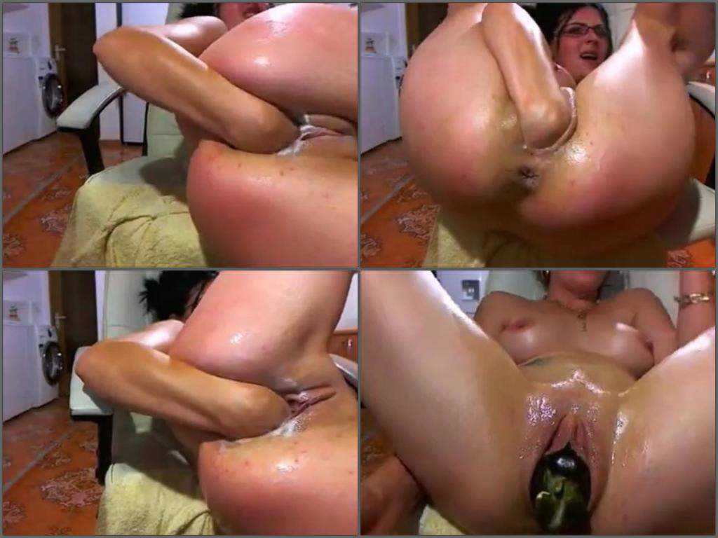 Beautiful milf solo fisting and eggplant penetrated hot