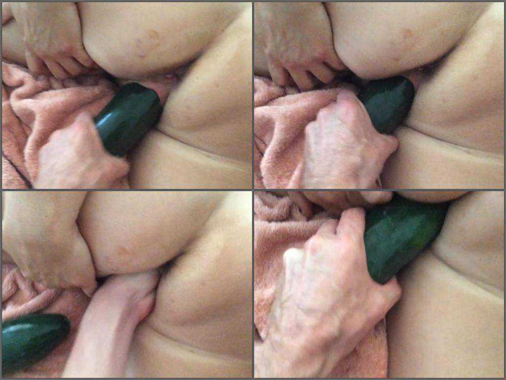 Big ass milf gets fisted and cucumber porn