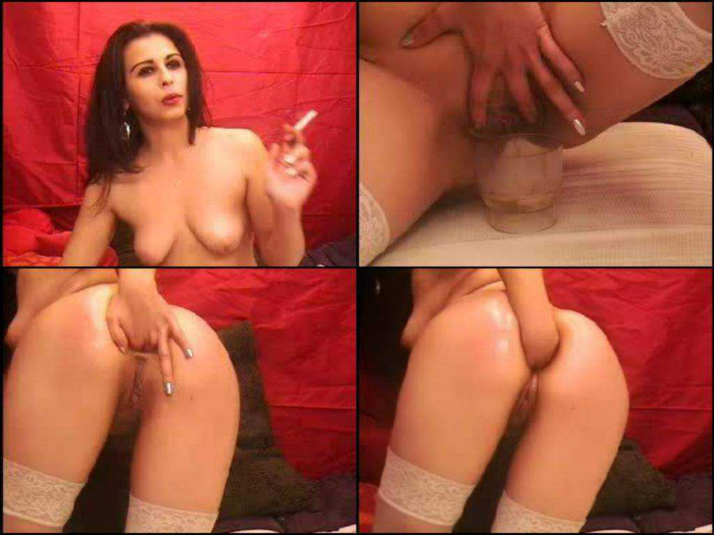 WebCam girl Pissing and Fisting anal