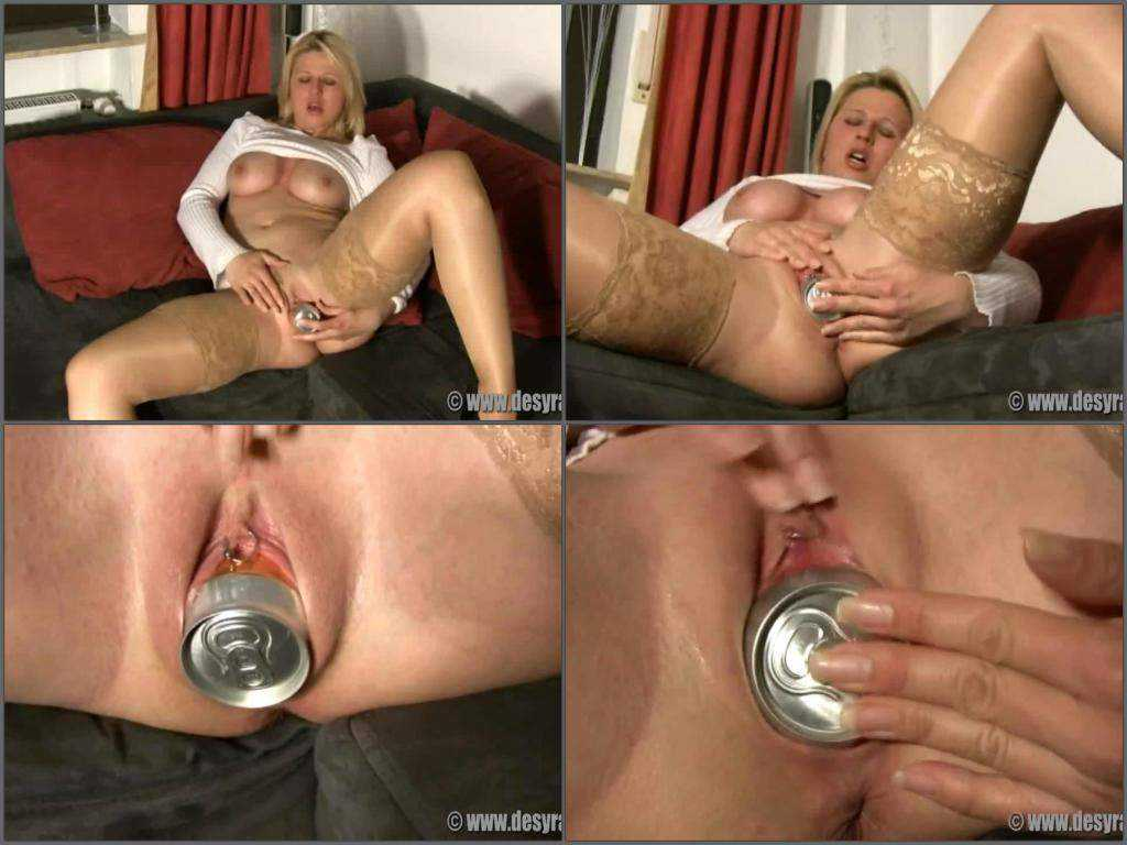 Busty blonde milf close up tin penetrated herself