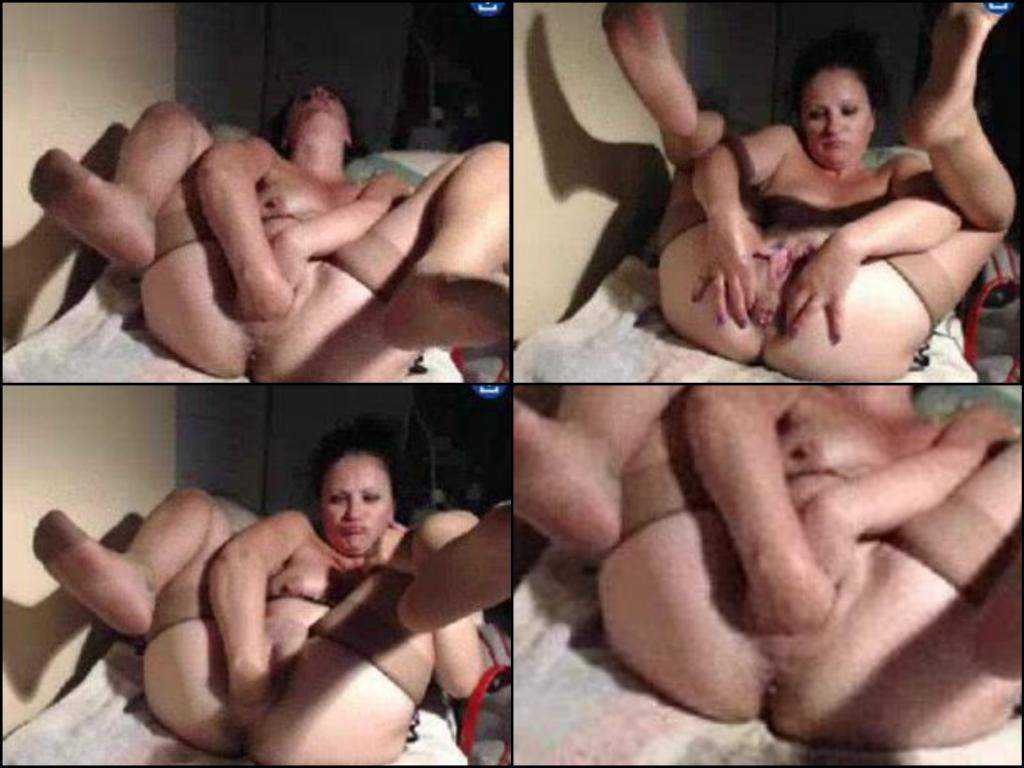 Kinky mature webcam closeup double fisting pussy