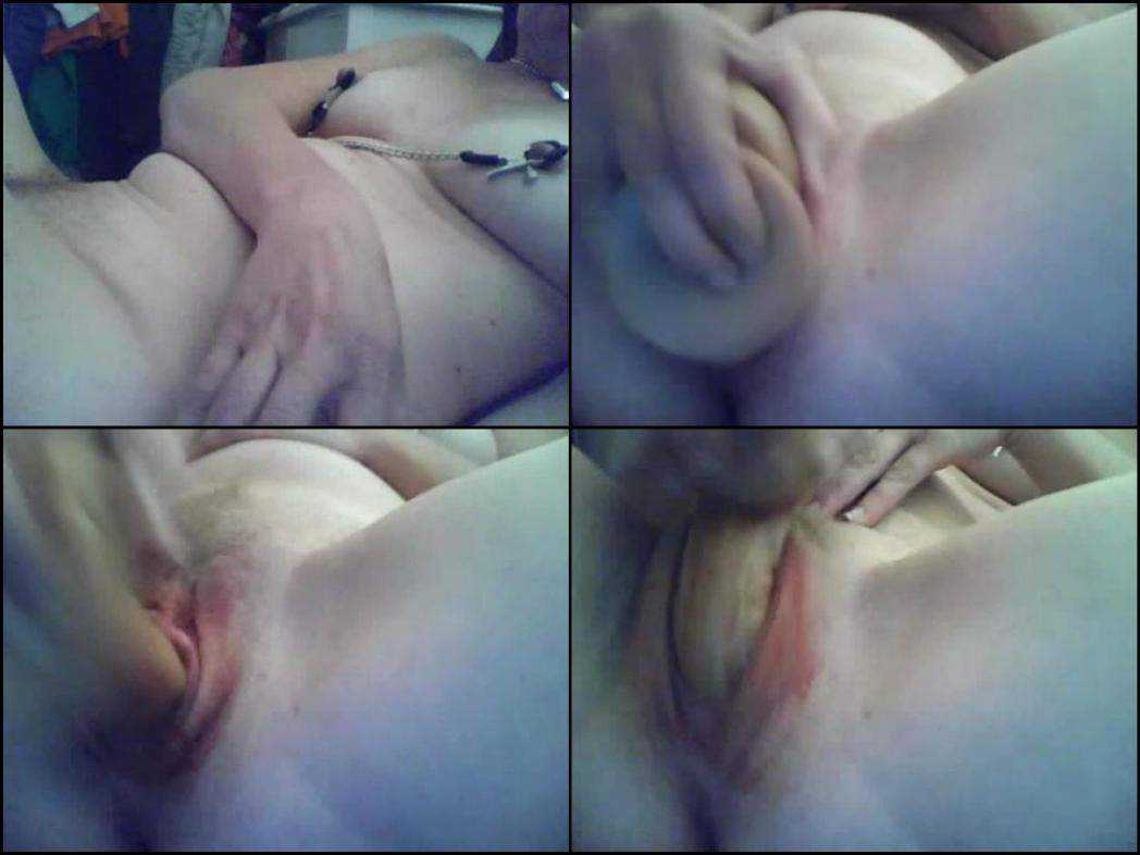 Extreme webcam dildo insertion in bloody period
