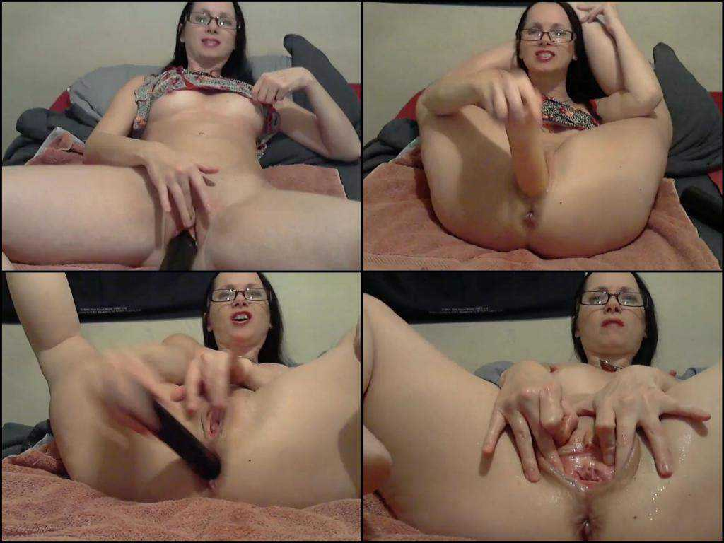 Beutiful brunette webcam baseball bat deep pussy insertion