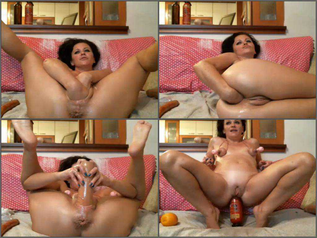 Webcam mature solo double fisting and extinguisher riding