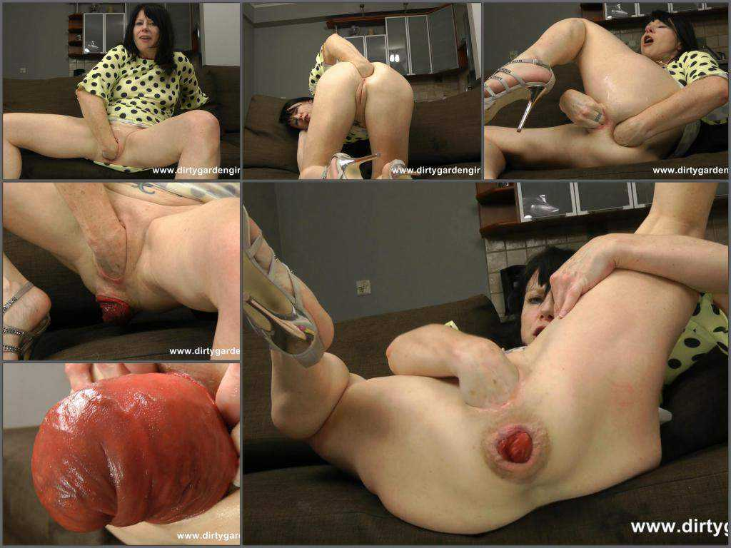 DirtyGardenGirl double fisting and loose huge prolapse anal – Release June 29, 2017