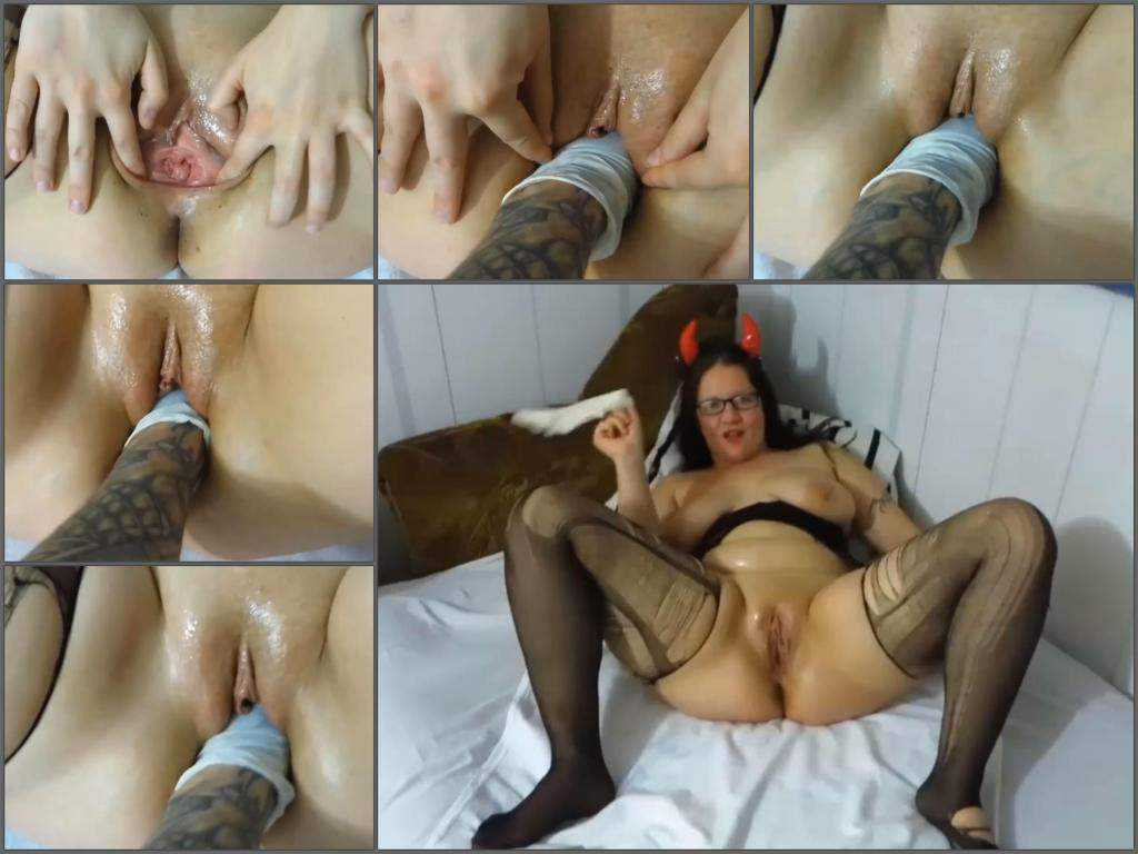 Homemade devil girl gets deeply fisted closeup