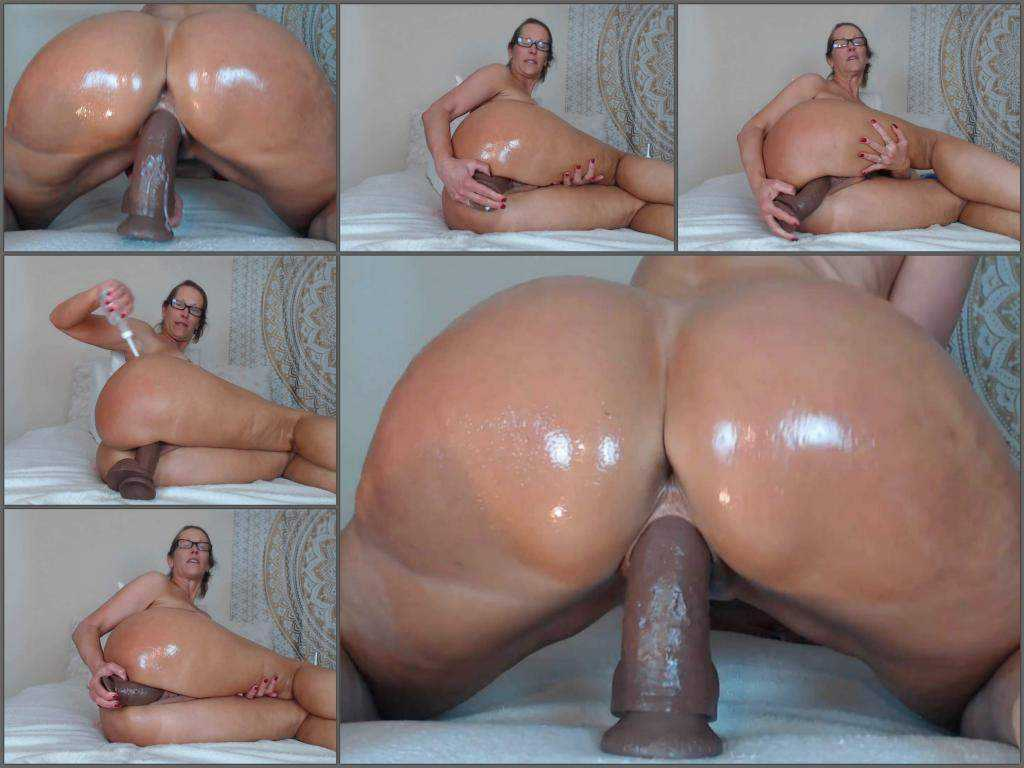 Booty mature oiled her huge ass and dildo rides webcam – Release December 27, 2017