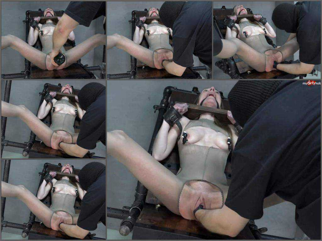 Bondage girl KarinaHH gets fisted hardcore – Release March 9, 2018