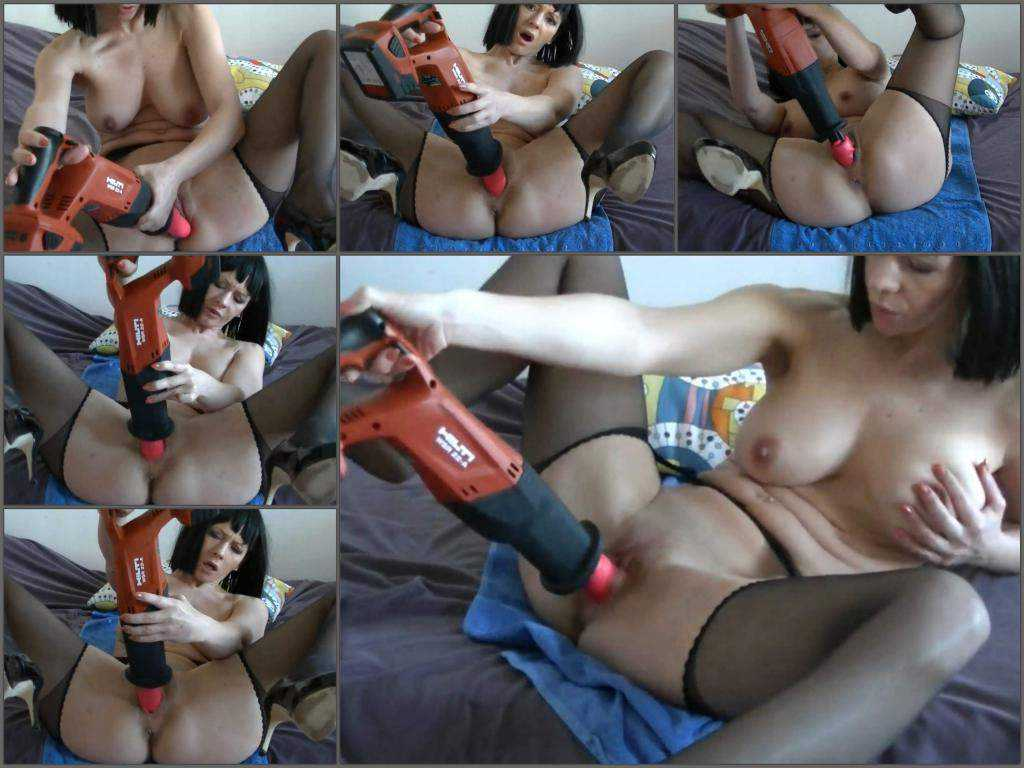 Fuckmachine driller wet pussy my sexy mom