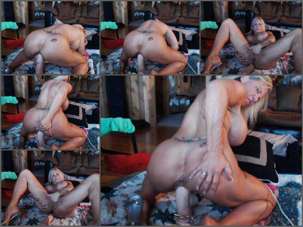 Big ass girl musclemama4u penetration giant toy in wet pussy with huge clit