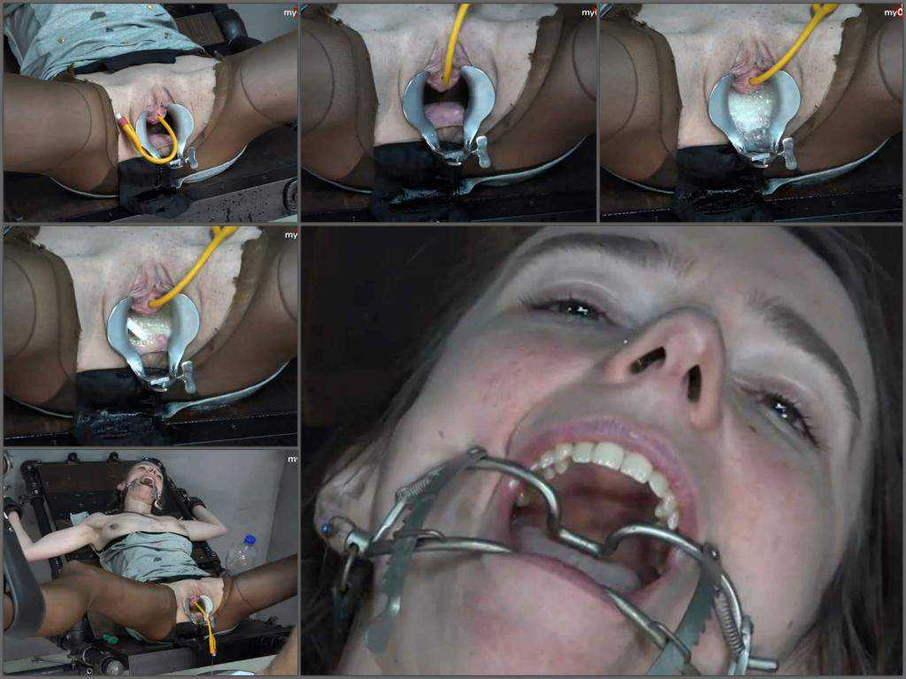 Peeing fetish – Bondage girl KarinaHH aspirin tablet in her speculum pussy