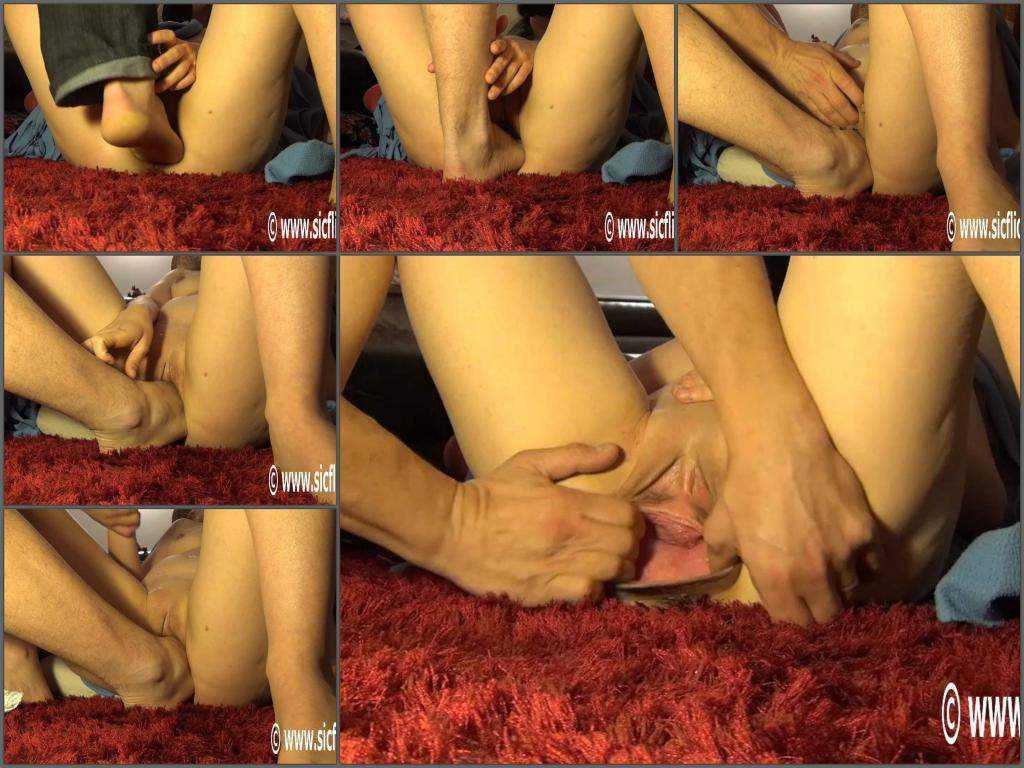 Foot fisting – Amateur stretching big gaping pussy after rough foot fisting