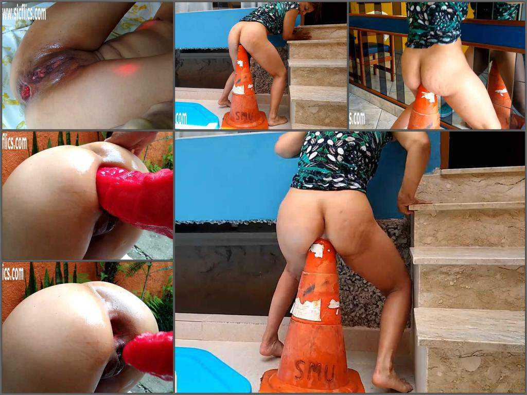 Bad Dragon – Shocking size traffic cone and rubber dildo in rosebutt anus