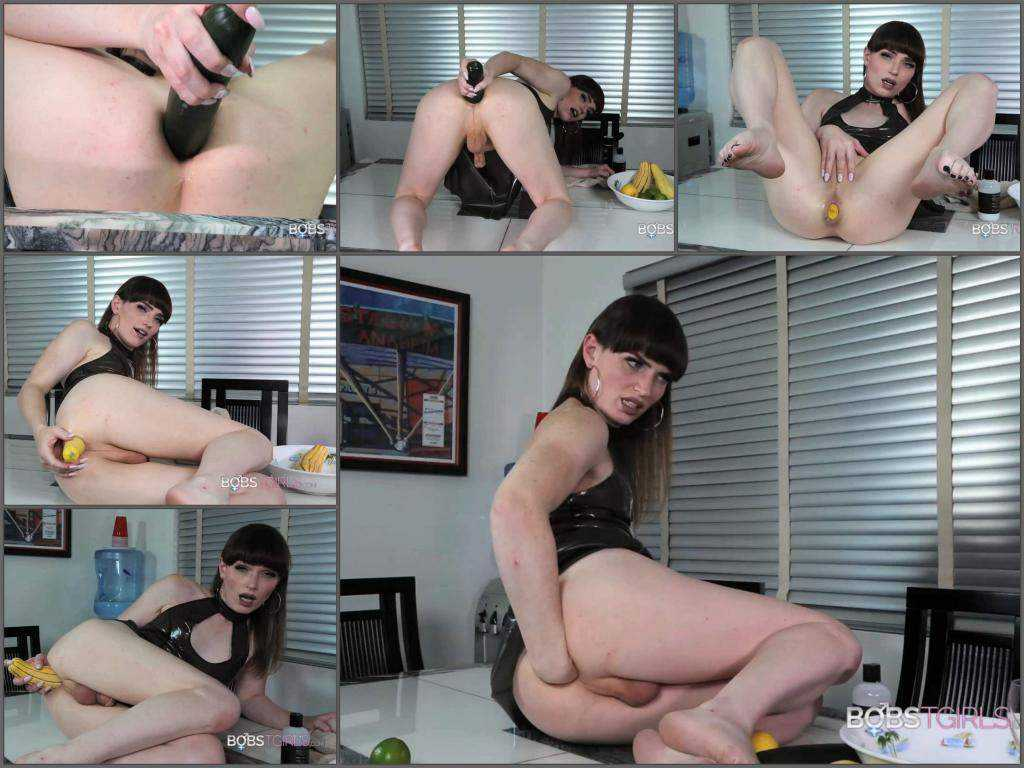 Food masturbation – Shemale Natalie Mars bombs away and fisting