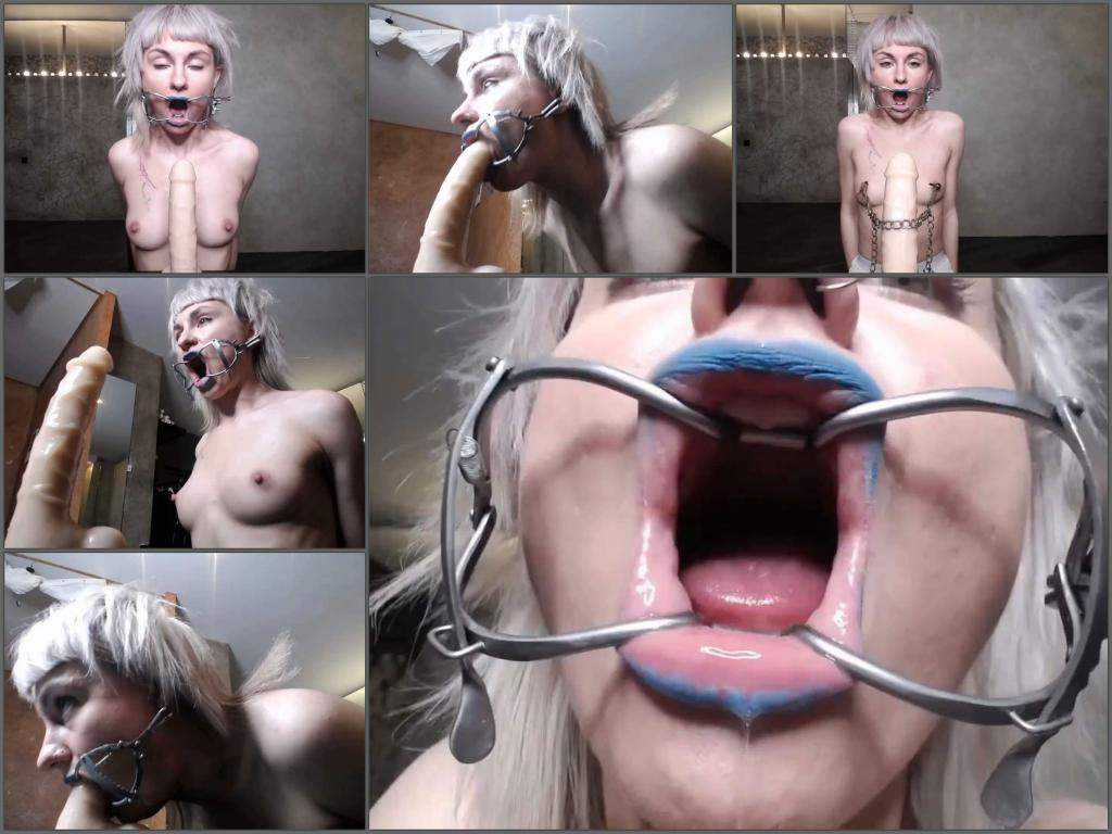 Deepthroat – Girl speculum her throat and rough dildo sex