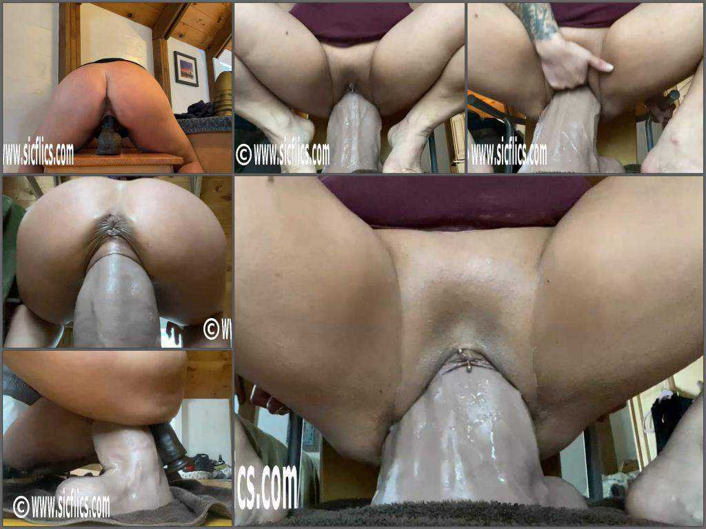 Booty girl – Big ass MILF penetration monster toy in ass and pussy at the moment