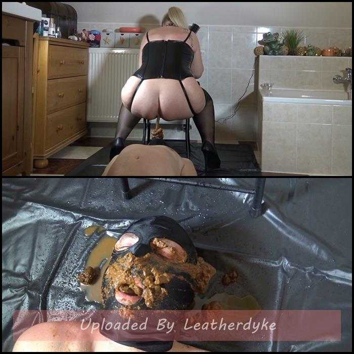 Meals on heels (Shit and piss meal) with RosellaExtrem