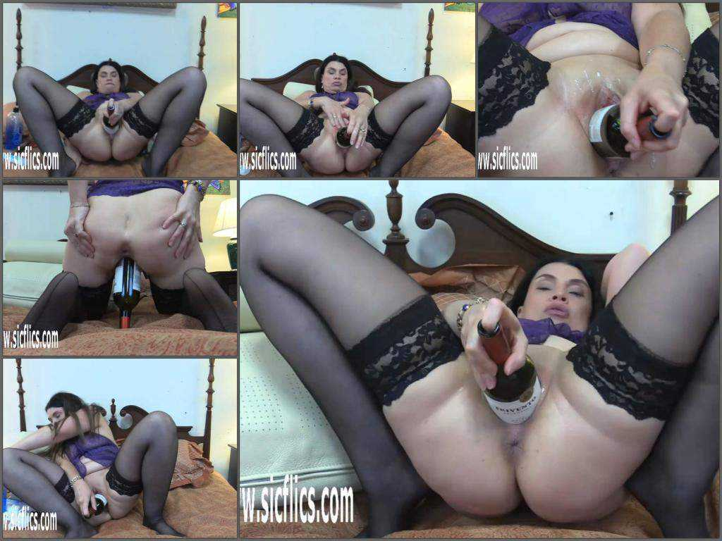 Close up – Fatty MILF Hottabbycat wine bottle penetration in big pussy