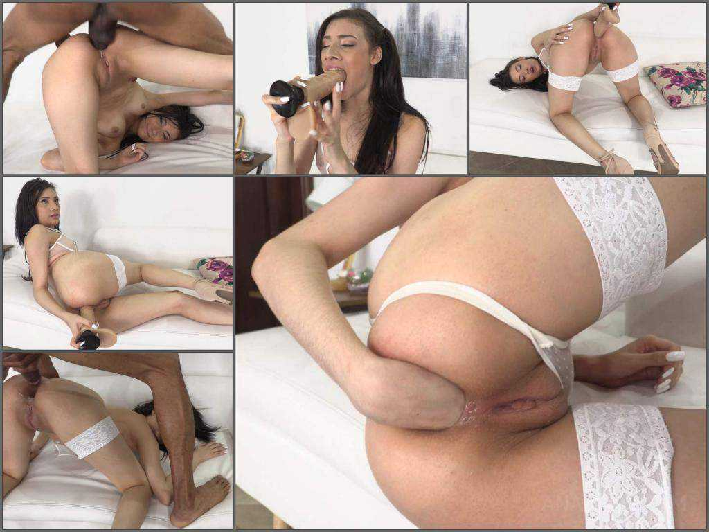 Emily Pink – Latin girl Emily Pink anal fisting sex herself