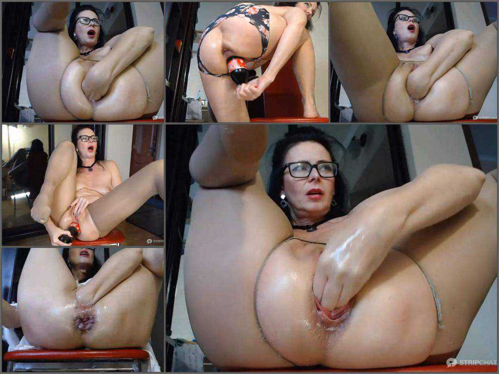 Close up – Perverted MILF GannaWind self fisted wet pussy and prolapse anal very close-up