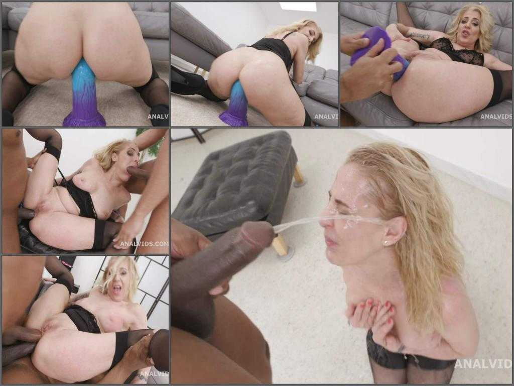 Peeing – Horny granny Yelena Vera first try bad dragon dildo with peeing domination