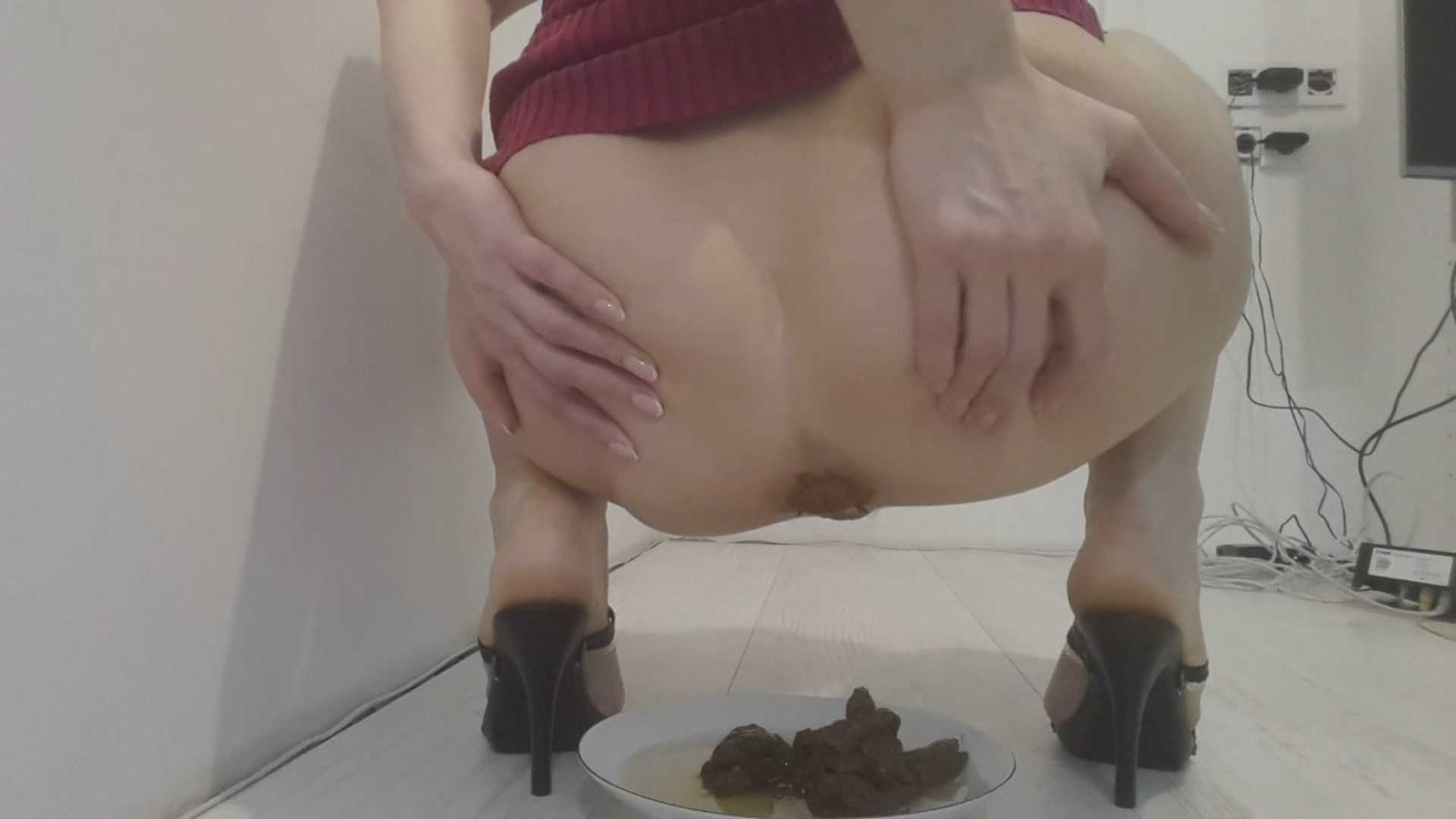 Hot skinny girl pooping — pic 11